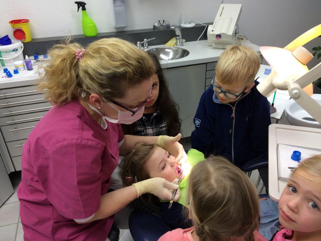 Zahnarzt spielerisch kennenlernen